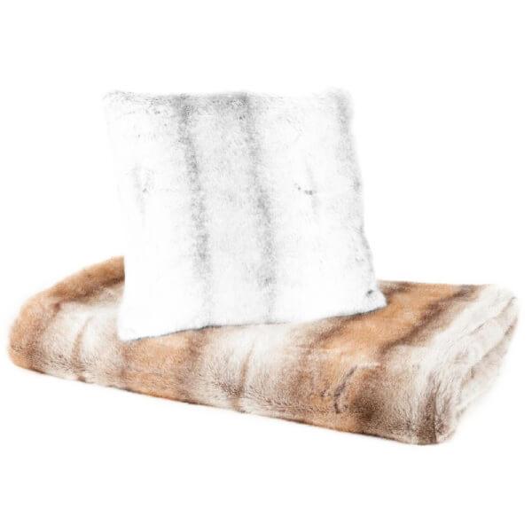 plaids fausse fourrure good lucy text plaid imitation. Black Bedroom Furniture Sets. Home Design Ideas